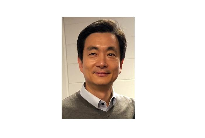 Woo Kyun Kim receives poultry nutrition research award